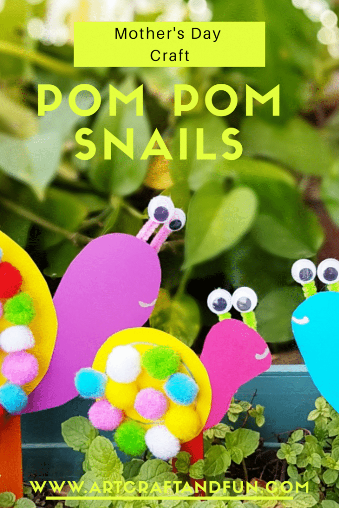 Pom Pom Snail family is such and adorable toddler Craft for Mother's Day. #pompomcraft #snailcraft #toddlercraft #preachoolcrafts