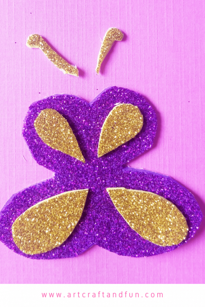 Fun butterfly craft ring is a super easy craft to make. Perfect for toddlers and older kids alike. #kidscraft #butterflycraft #funcraft #butterflyring #springcraft #artcraftandfun