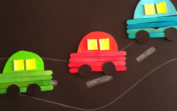 Make this adorable Car Craft For Preschoolers with your kids today. It's a super easy transport craft for preschoolers perfect for pretend play as well. #transportcraft #transportcraftforpreschoolers #transportaioncraftforpreschoolers #carcraft #carcraftusingpopsiclesticks